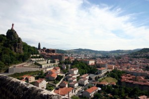 panorama-le-puy-en-velay-france-1205603191-1136626